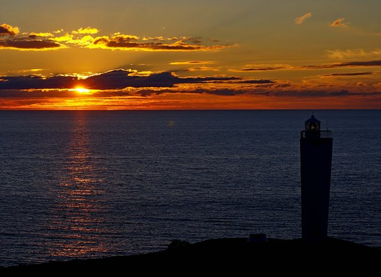 Cape Jervis, Australia: Sunset looking from the lookout towards the Lighthouse