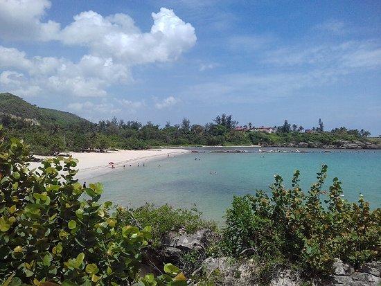 Santa Cruz del Norte, Cuba: Desembocadura del río, primera secció de playa, área con alquiler de tiendas de campaña