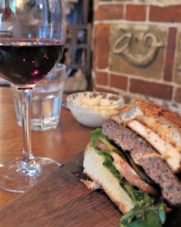 East Horsley, UK: Lamb burger with the house merlot - perfect
