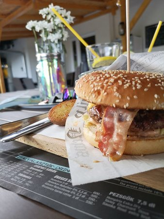Balatonkenese, Hungary: Today's burger