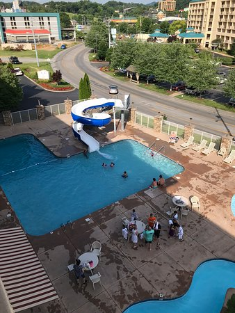 Music Road Resort Inn: Picture of the pool and slide. The lazy river at the bottom of the photo.