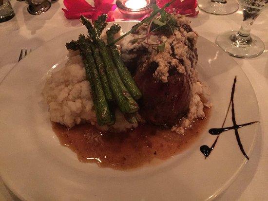 Chef Adrianne's Vineyard Restaurant and Wine Bar: Blank Angus Filet Minion