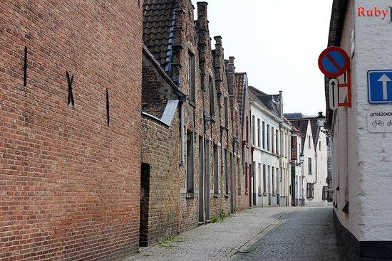 Begijnhof's Wijk, Belgia: Begijnhof , Brujas (beaterio) en Bélgica