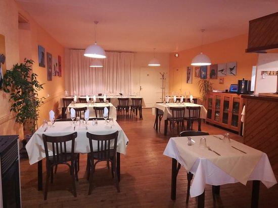 Saint-Jory-de-Chalais, France: main restaurant photo