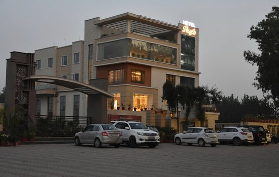 Roorkee, India: Side view of hotel