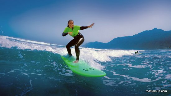 Famara, Espagne : Red Star Surf & Yoga Camp | Surfing lessons for beginners and advanced all year round in Lanzaro