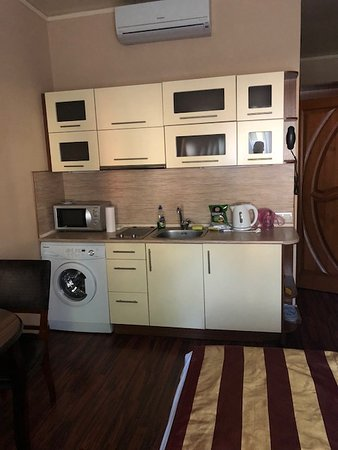 KievInn Apartment Complex: Kitchenette