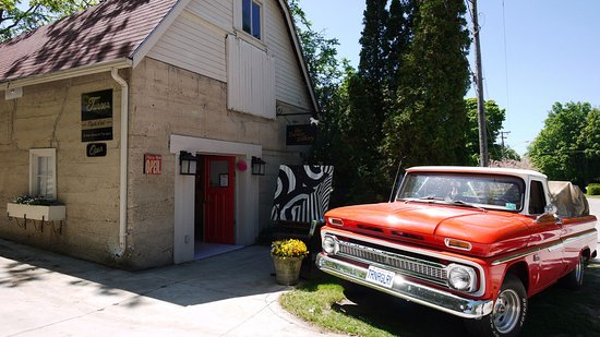 Bayfield, Kanada: Art in a renovated barn
