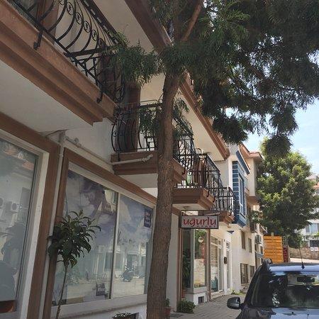 Uğurlu Apart Hotel: Çok Sıcak İnsanlar hepsi çokiyi insanlar Tebrikler Kübra hn sahibi çok titiz ,temiz insanlar TİC