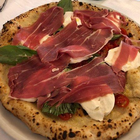 Pizzeria Gorizia: Sublime pizza avec du jambon de Parme