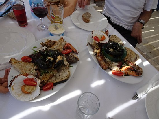 Paramonas, Grecja: Assortiment de produits de la mer...succulent