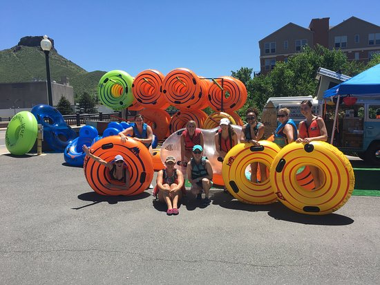 Golden, Колорадо: A girls' day out tubing on the Clear Creek! Thanks ladies!
