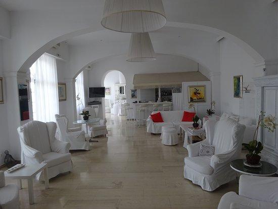 Paradise Art Hotel: Καθιστικό ισογείου