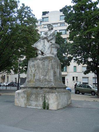 Statue Honore de Balzac