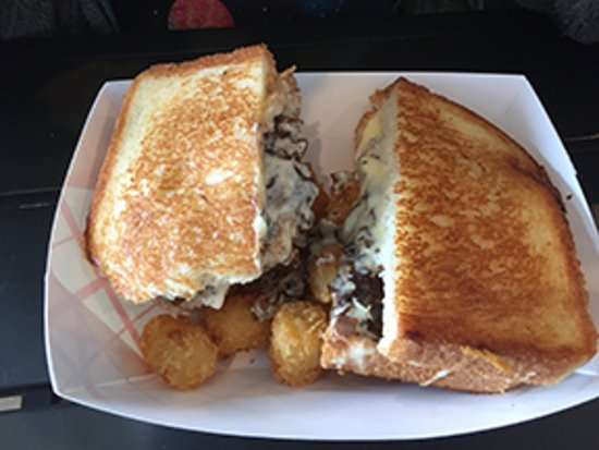 Isla Vista, Καλιφόρνια: Brie Melt with Potato tots