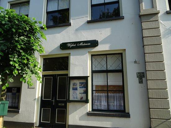 Wijhes Museum Wijhe;een klein historisch museum tegenover kerk