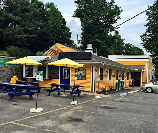 Buckland, MA: Both indoor and outdoor seating