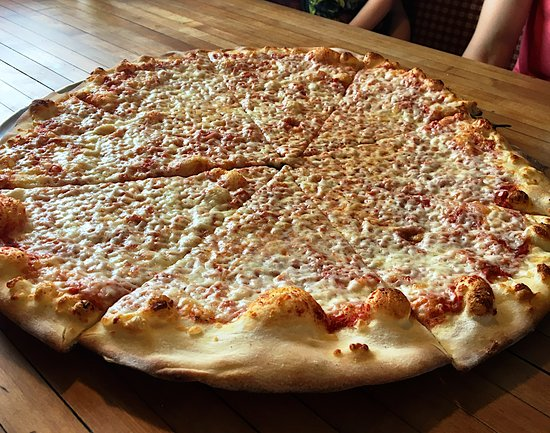Buckland, MA: Simply delicious cheese pizza