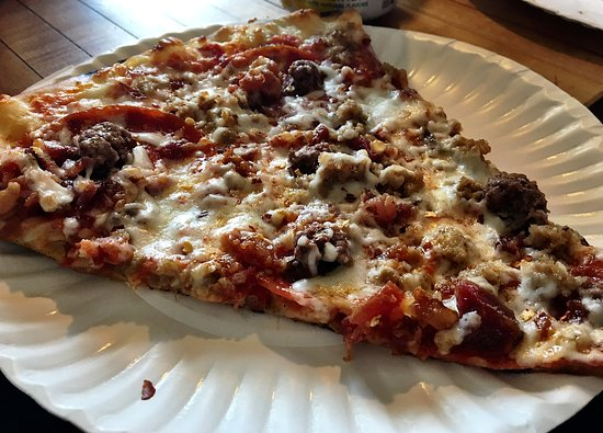 Buckland, MA: Grab a slice or order a pie
