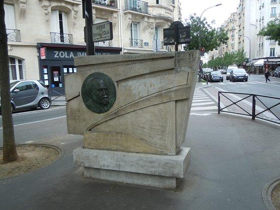 Monument a Emile Zola