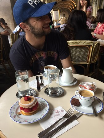 Wonderfull desserts, a must if you visit the Montmartre area.