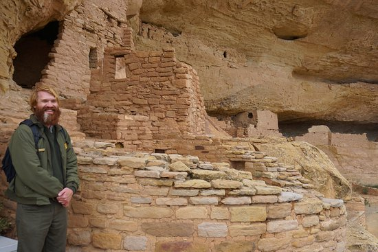 Parco nazionale di Mesa Verde, CO: Our ranger at the Long House