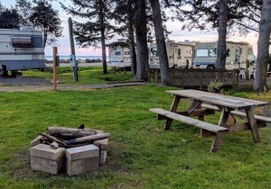 Chinook, WA: Community campfire!