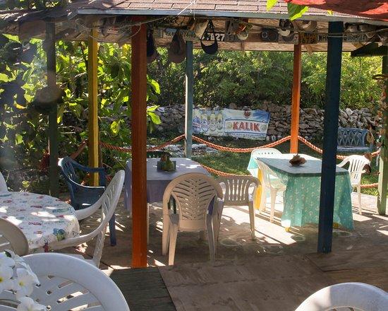 Deadman's Cay, Long Island: Open air dining