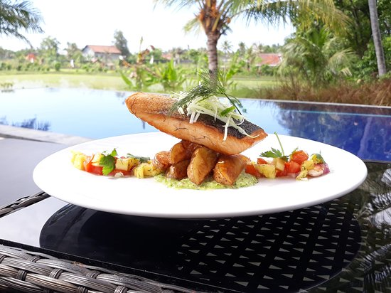 Kaliasem, Indonesia: Pan fried salmon with manggo tartare