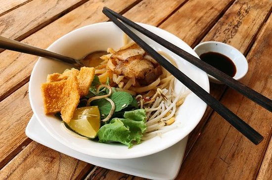 Hoi An Foodie tour by Bike & visit...