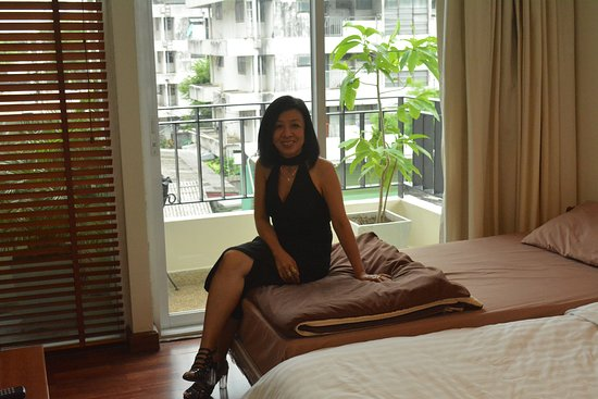 Bangkok Patio: Room with one King bed and one Single bed