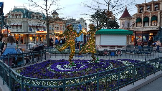 Disneyland Paris: 20180406_202835_large.jpg