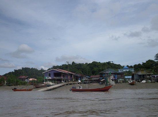 Bako National Park, Malaysia: fishing village on the way to Bako