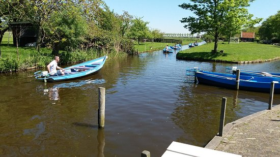 De Rijp, Niederlande: Vertrekpunt fluisterbootvehuur Het Ouweland