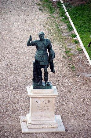 Statua dell'Imperatore Adriano