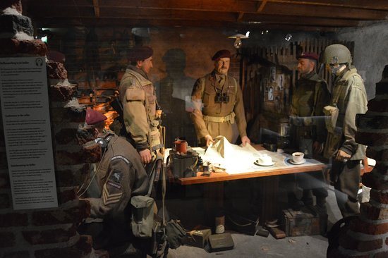 Airborne Museum Hartenstein: briefing