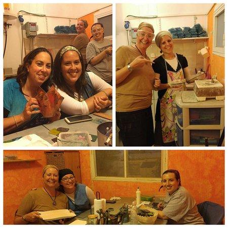 Mevo Horon, Palästinensische Autonomiegebiete: Friends workshop having fun!