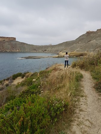 Mgarr, Malta: The trail linking the bays
