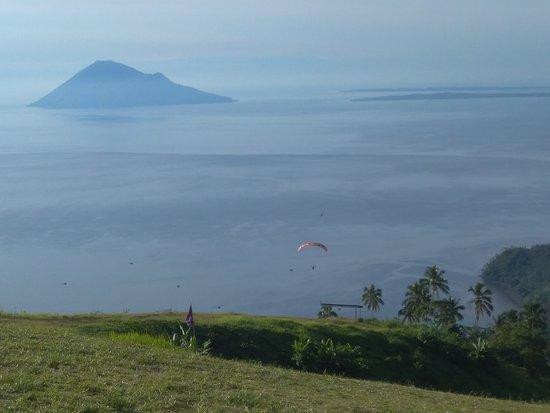 Manado Skyline: View from the hill top: Manado Tua island and a paragliding sport