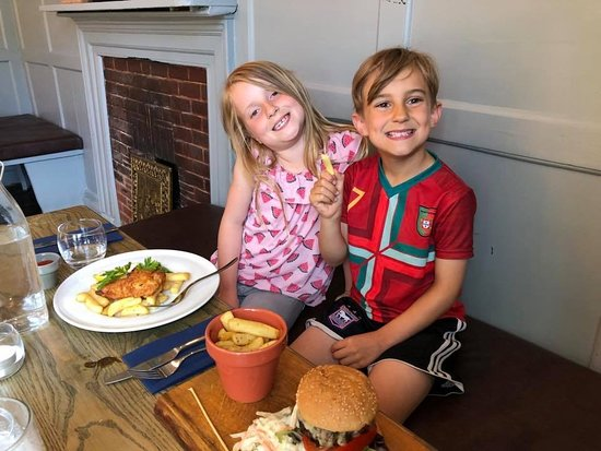 Eynsham, UK: Our kids loved their fish & chips and burger and chips. The burger was one of the best I have ta