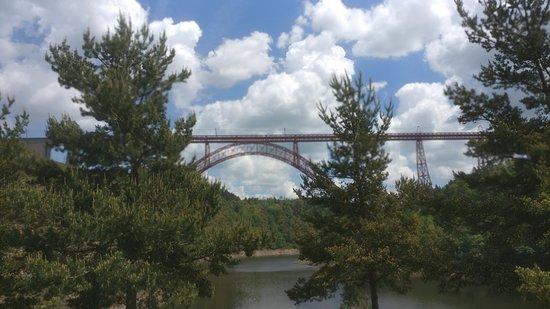 Garabit Viaduct: Viaduct Garabit über dem Tal der Truyère