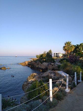 Akti Beach Village Resort: Kleine laguna bij het resort,héérlijk!