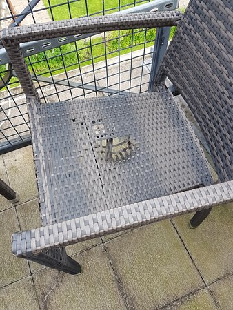 Jersey Marine, UK: Don't use the balcony chairs!