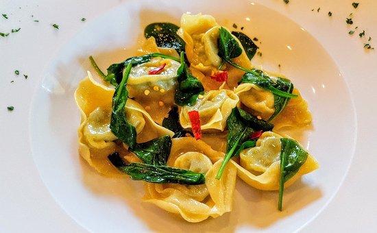 Solferino, Italien: Tortelli ricotta e spinaci con olio evo, peperoncino e spinacino fresco