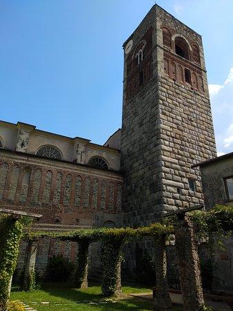 Abbazia di Sant'Andrea: chiostro e torre campanaria
