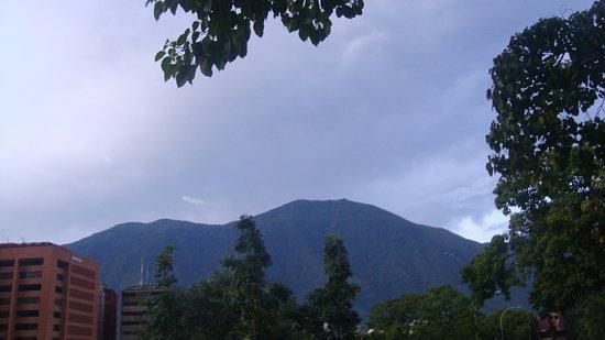 Eurobuilding Hotel and Suites Caracas: se ve norte al oeste o oeste al norte nuestra montaña mágica EL Avila