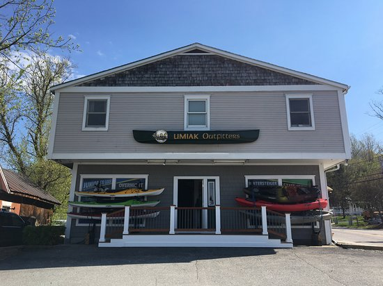 Store front of Umiak in Richmond, Vermont