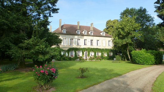 Deux-Chaises, Frankreich: Chateau de Longeville