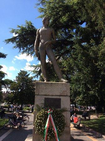 Statua dei caduti per la liberta