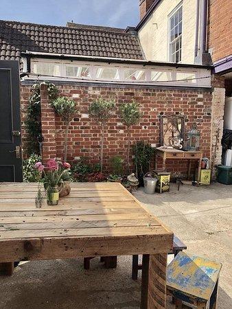 Manningtree, UK: Outside seating area